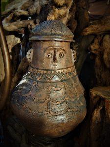 urny rzeźby ceramiczne