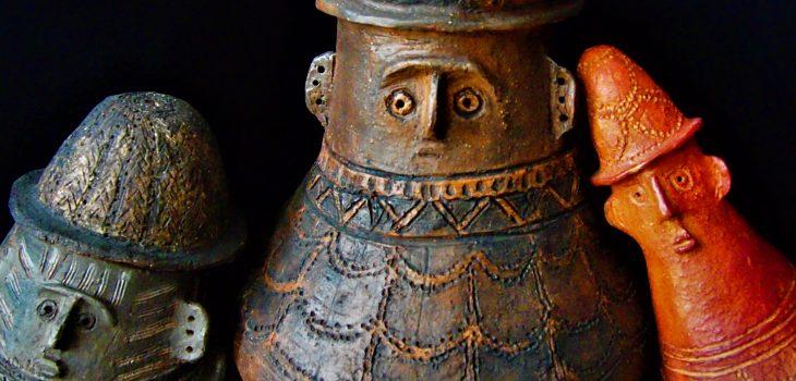 rzeźby ceramiczne urny twarzowe