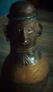 rzeźba ceramiczna urna